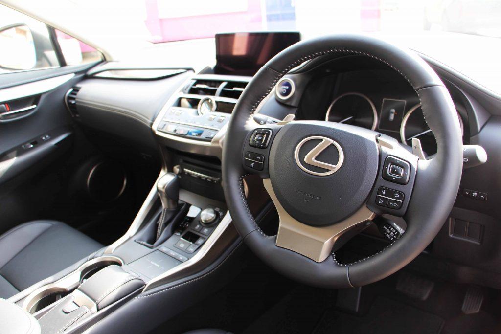 Lexus interior LR